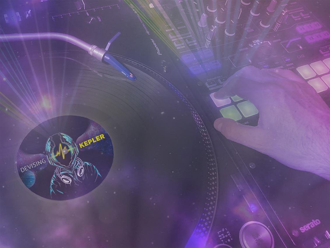console dj - disco con logo devising Kepler